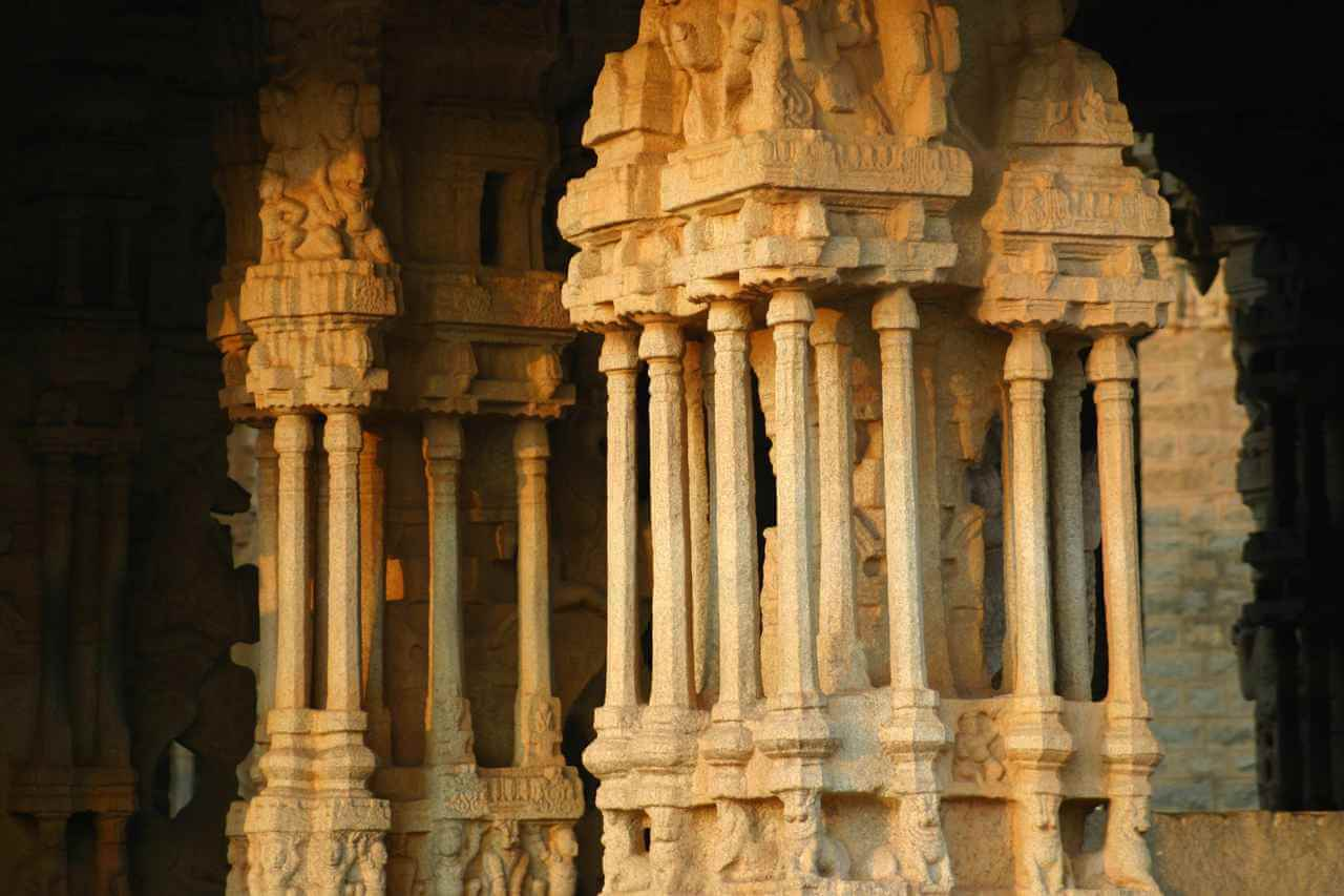 Ancient Stone Pillars : The musical pillars of vittala temple in hampi